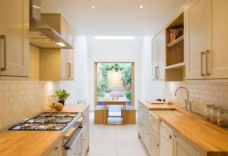 Двухрядная планировка удобна для вытянутой кухни.