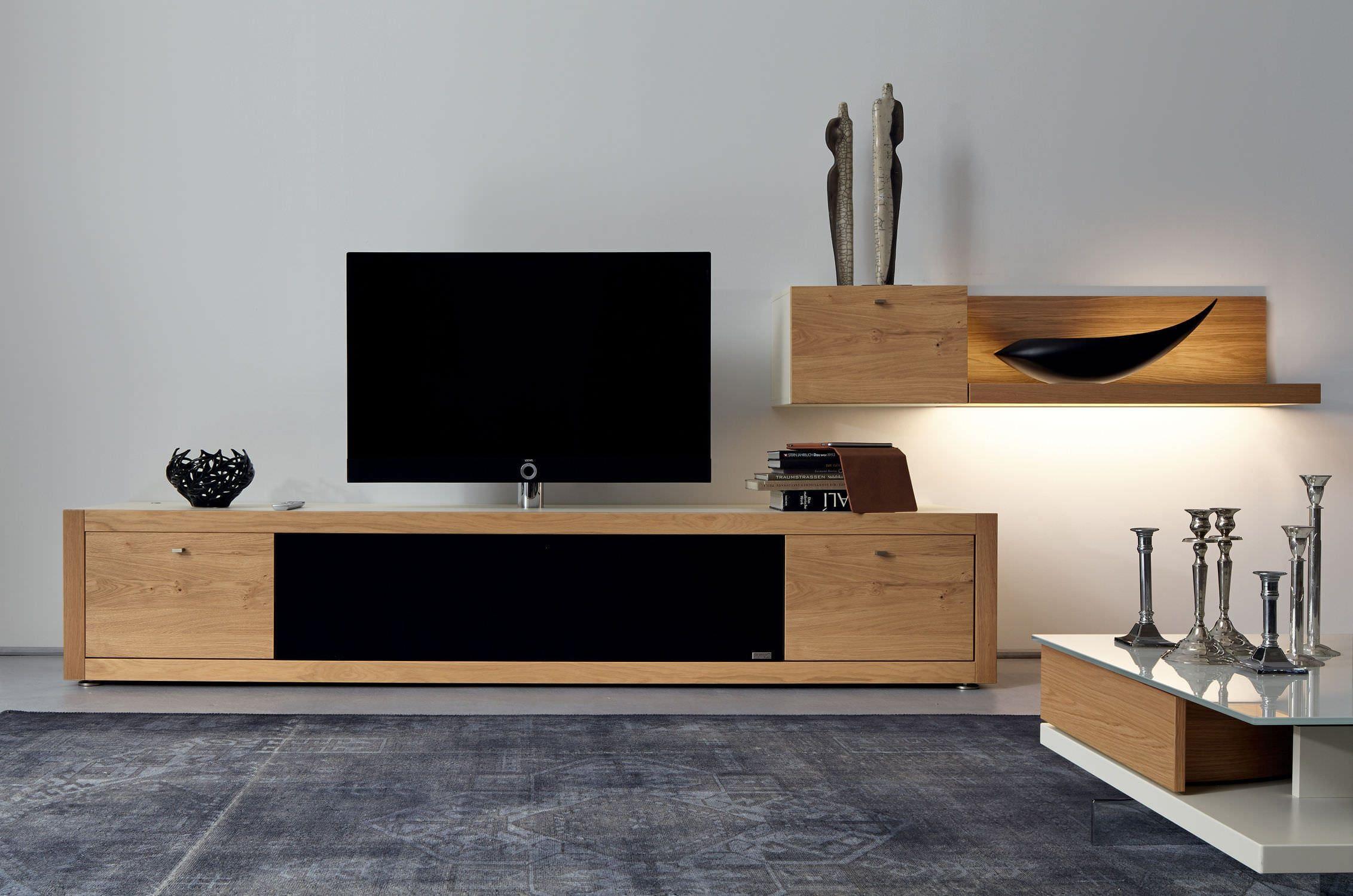 Телевизор на тумбе в интерьере