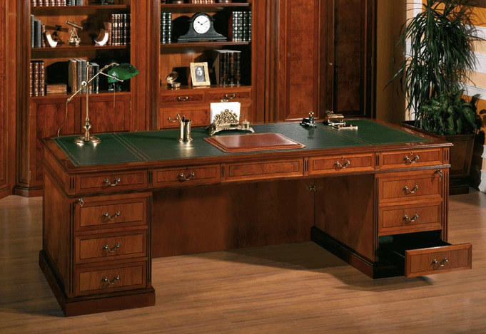 Интерьер рабочего кабинета. Большой стол