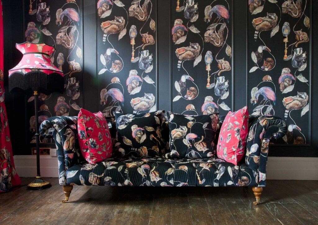 Декорирование гостиной: обивка мебели и драпировка тканью