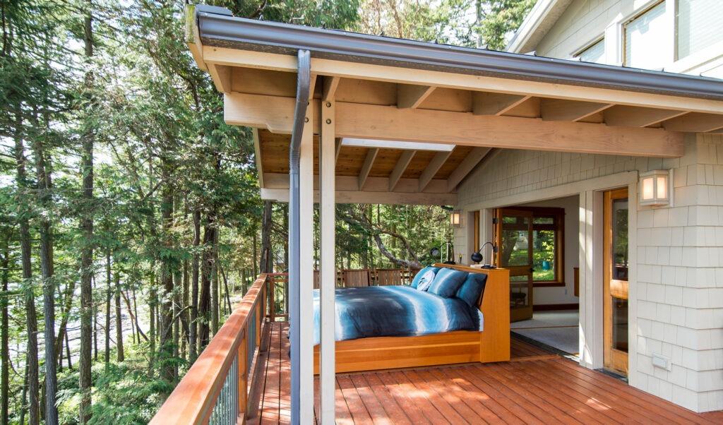 Спальня на даче – интерьер