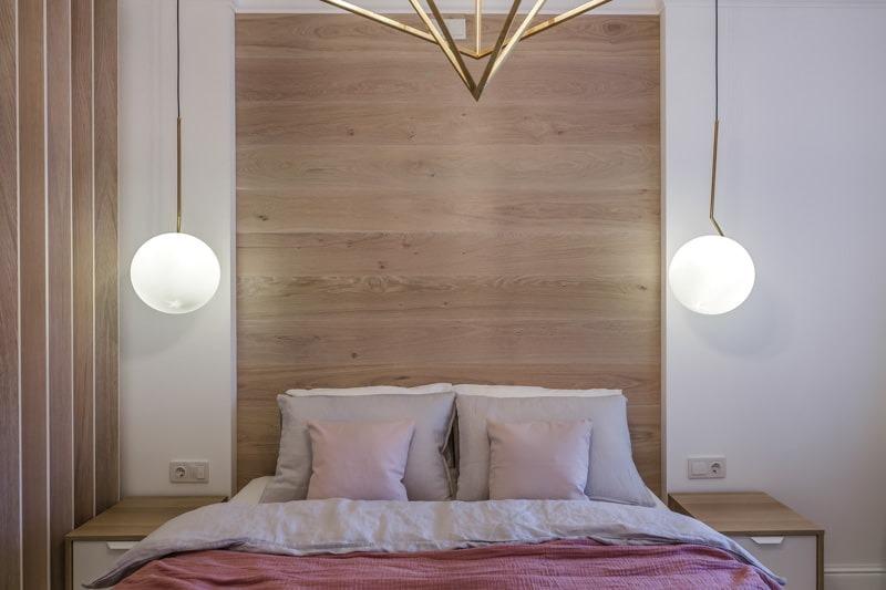 Точечное освещение в спальне без люстры
