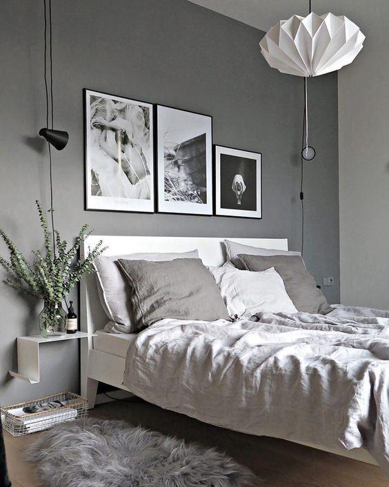 Зонирование светом: потолочное освещение в спальне и точечное освещение на кроватью